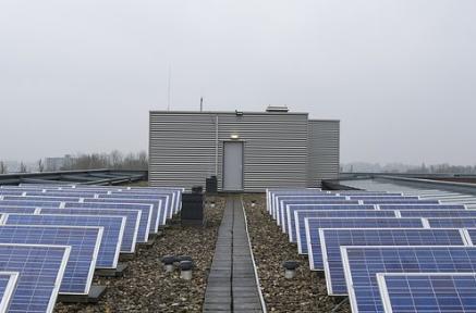Solar Cell Memanfaatkan Sinar Matahari Sebagai Energi Terbarukan